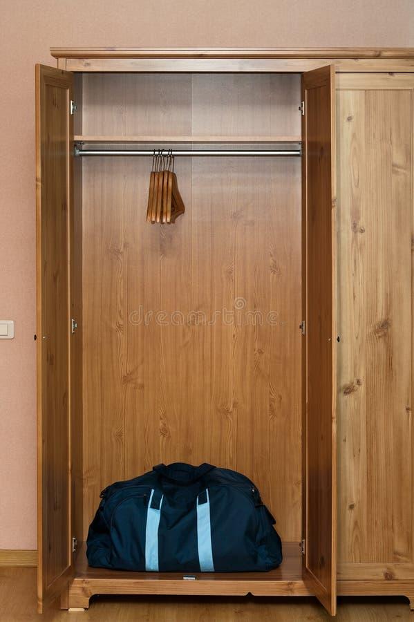 drewniana pusta torby garderoba zdjęcia stock