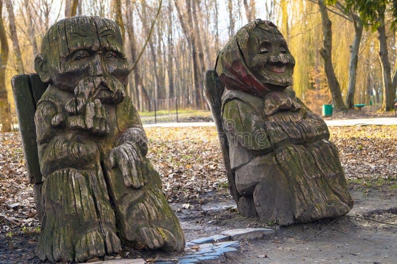 Drewniana rzeźba dziadu babcia zdjęcie royalty free