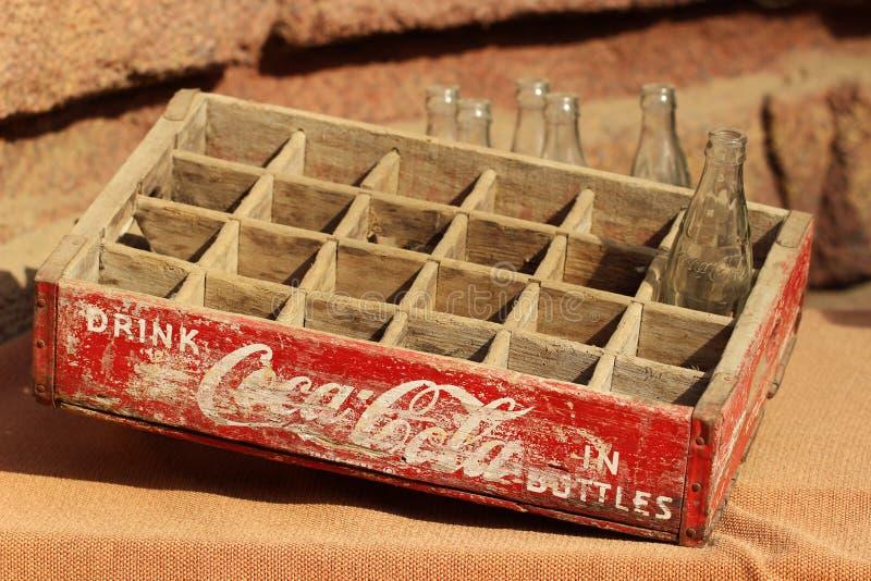 Drewniana skrzynka, koka-kola zdjęcie stock