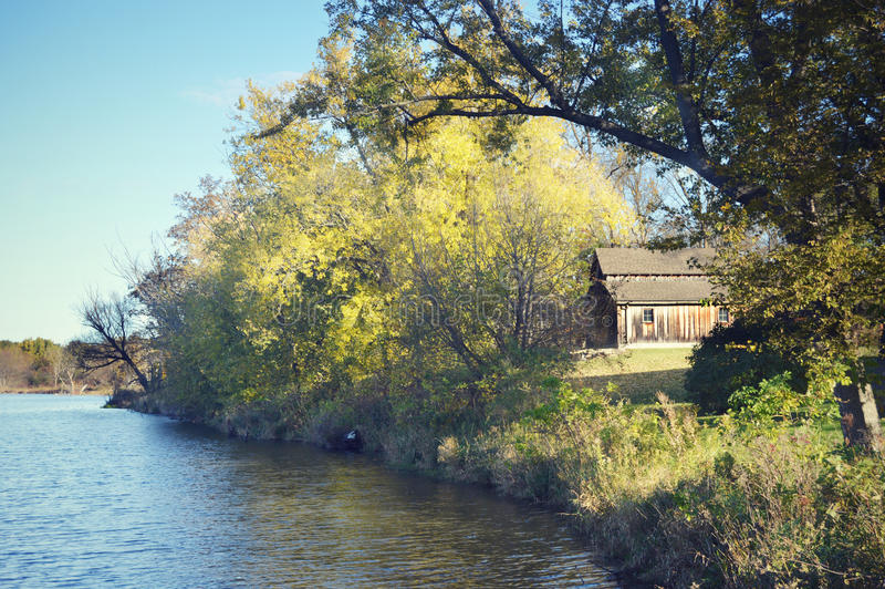 Drewniana stajnia, drewna, jezioro obraz royalty free