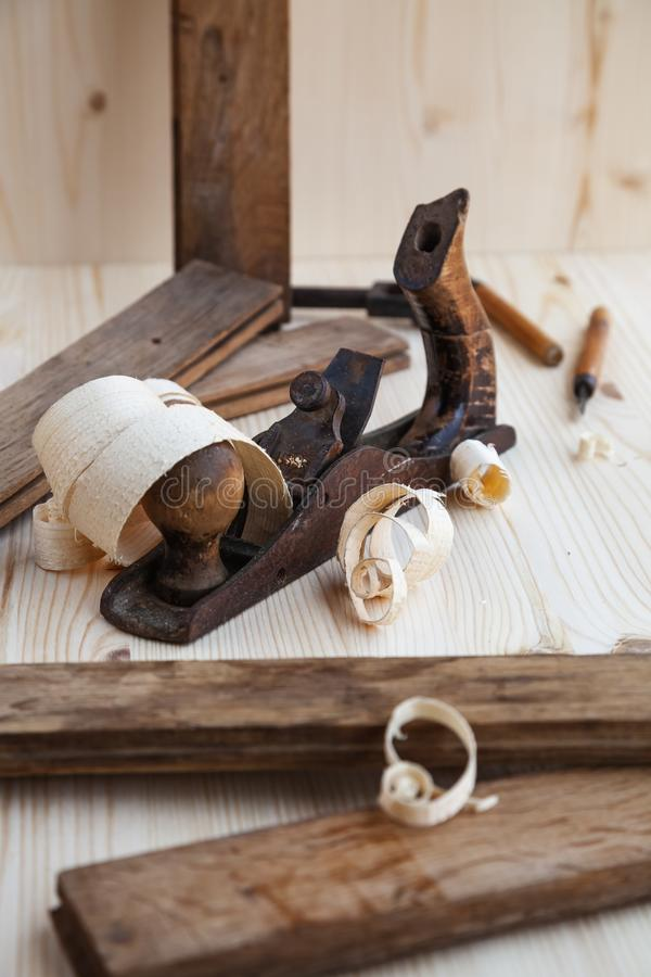 Drewniana strugarka w ciesielka warsztacie zdjęcie royalty free