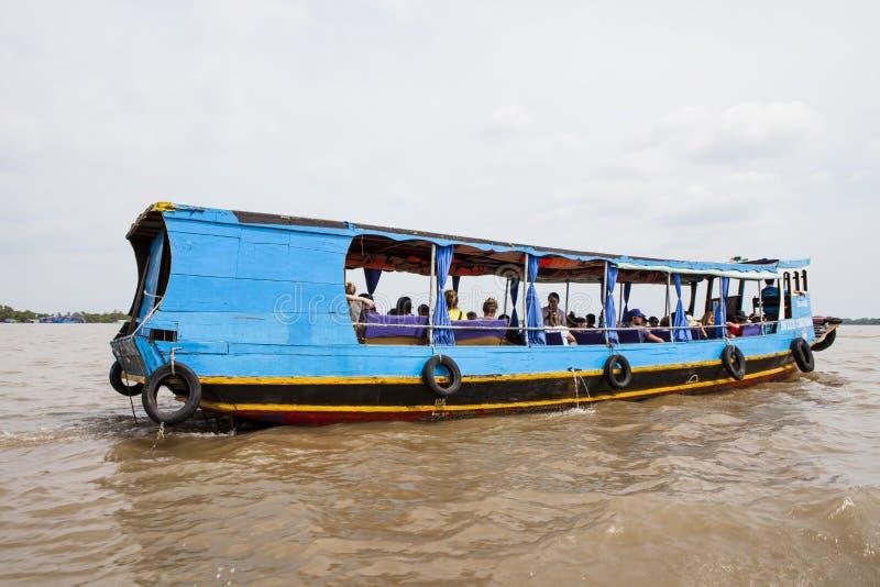 Drewniana turystyczna łódź dalej Może Tho rzeki, Mekong delta, południowy Wietnam obrazy royalty free