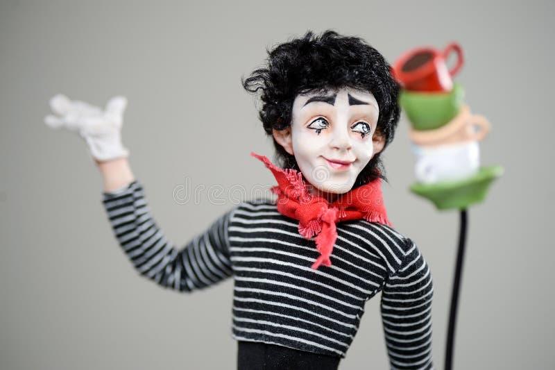 Drewniana uśmiechnięta mima mężczyzna brunetki makeup francuza zabawka fotografia royalty free