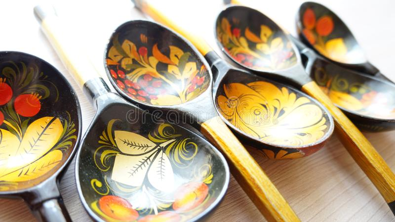 Drewniane łyżki malować z ludowymi wzorami zdjęcia royalty free