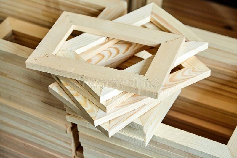 Drewniane blejtramu baru ramy Subframes dla galeria zawijającego canva zdjęcie stock