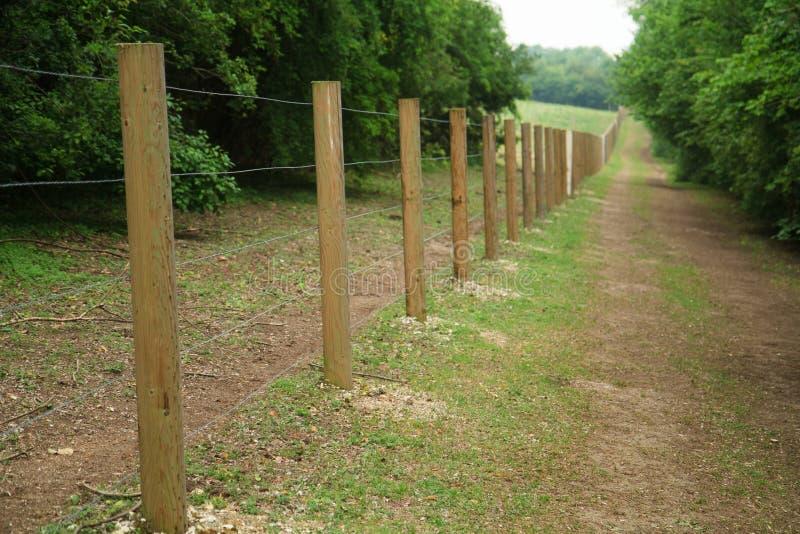 drewniane długie ogrodzenie poczta zdjęcia royalty free