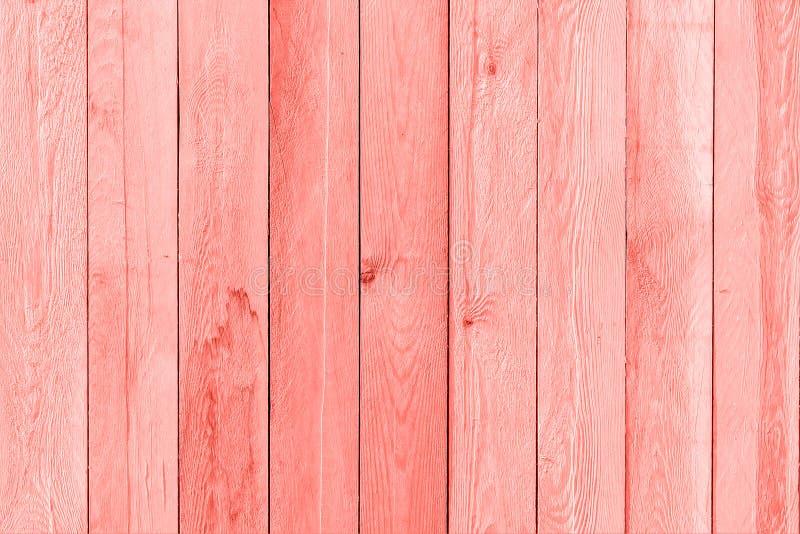 Drewniane deski malowali modnego koralowego kolor rok 2019, tło, tekstura fotografia stock