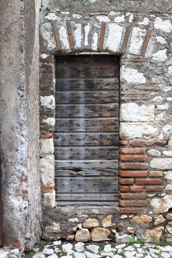 drewniane drzwi pradawnych, zdjęcie stock