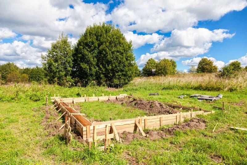 Drewniane formy dla budowy nowa domowa podstawa zdjęcie royalty free