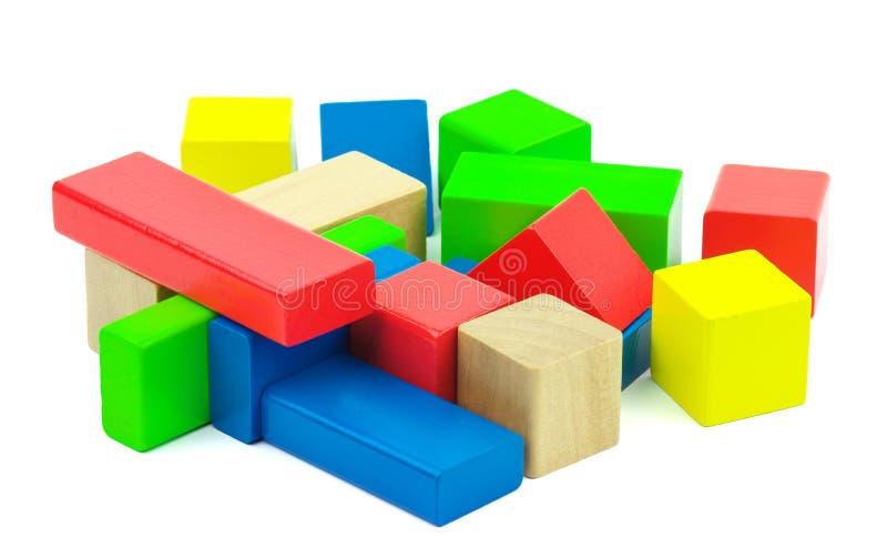 Drewniane kolorowe cegły odizolowywać na białym tle. fotografia royalty free