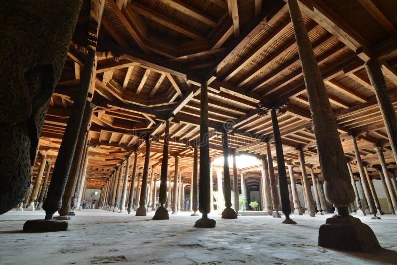 Drewniane kolumny w Juma meczecie Itchan Kala Khiva Uzbekistan zdjęcia royalty free