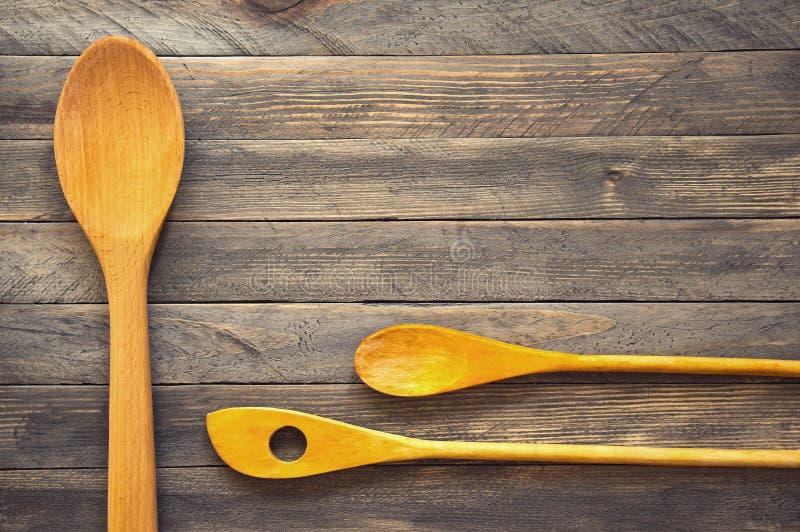 Drewniane kuchenne szpachelki i łyżki fotografia stock