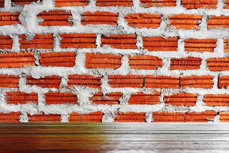 Drewniane podłogi i czerwone ściany z cegieł są stosowni dla używają jako tło wizerunki obrazy stock