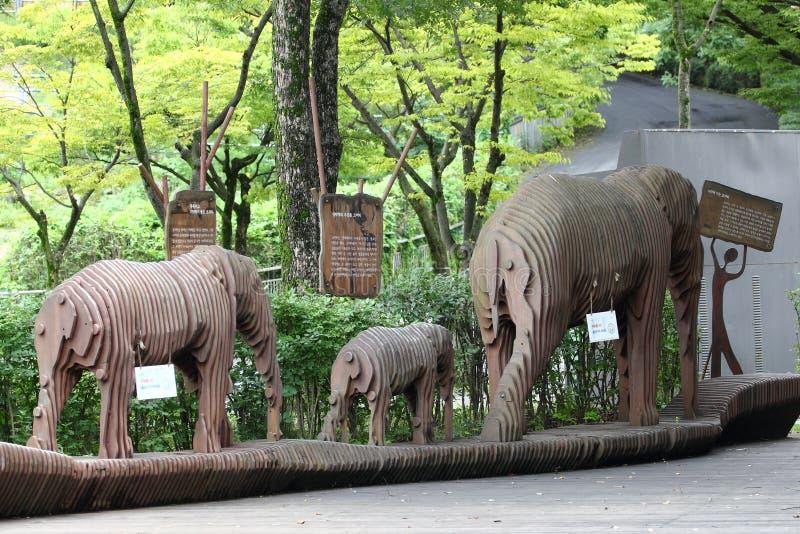Drewniane postacie słonie obraz royalty free