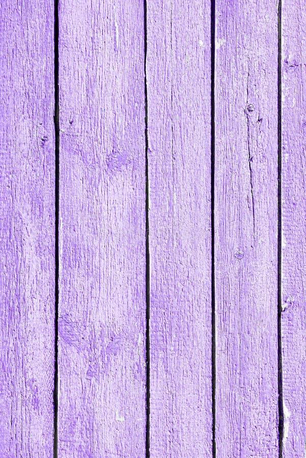 Drewniane stare purpurowe deski z obieraniem malują dla tekstur zdjęcia royalty free