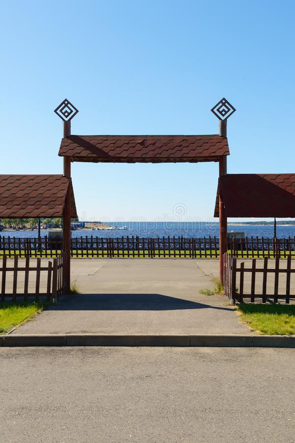 Drewniane wysokie gramocząsteczki w Chuvash obywatelu projektują obrazy royalty free