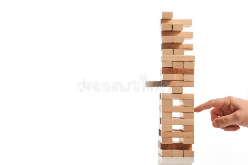 Drewnianego bloku wierza gra na białym tle obraz stock