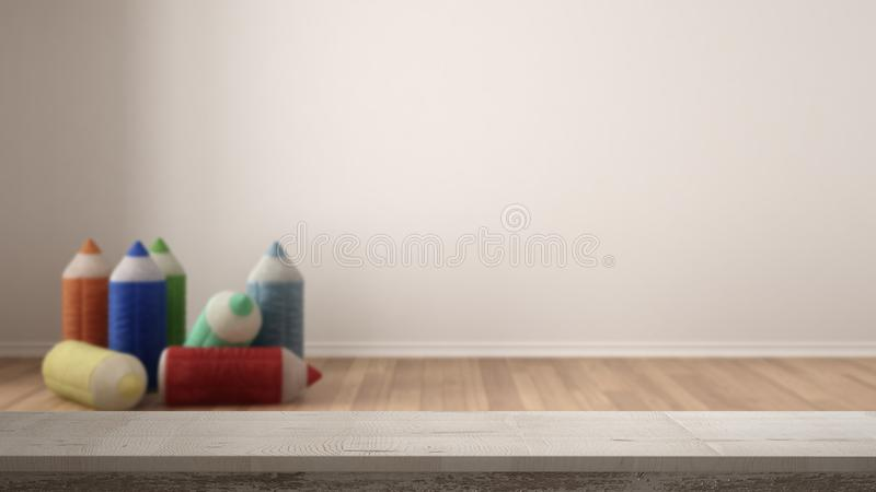 Drewnianego rocznika stołowy wierzchołek lub półki zbliżenie, zen nastrój nad zamazaną pustą dziecko pokoju pepinierą z faszerują fotografia stock