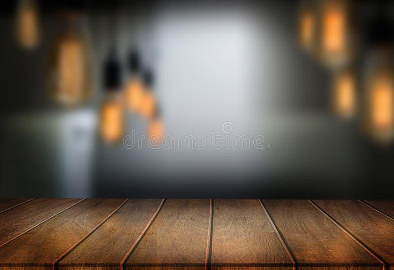 Drewnianej deski pusta stołowa kawiarnia, sklep z kawą, zakazuje zamazanego backgro zdjęcia royalty free
