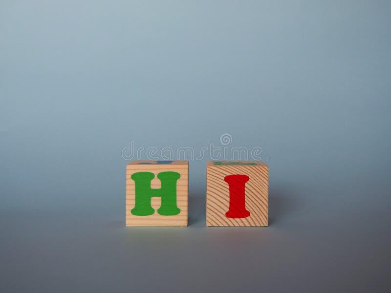 Drewniani abecadła abc zabawki bloki z tekstem: cześć zdjęcie stock