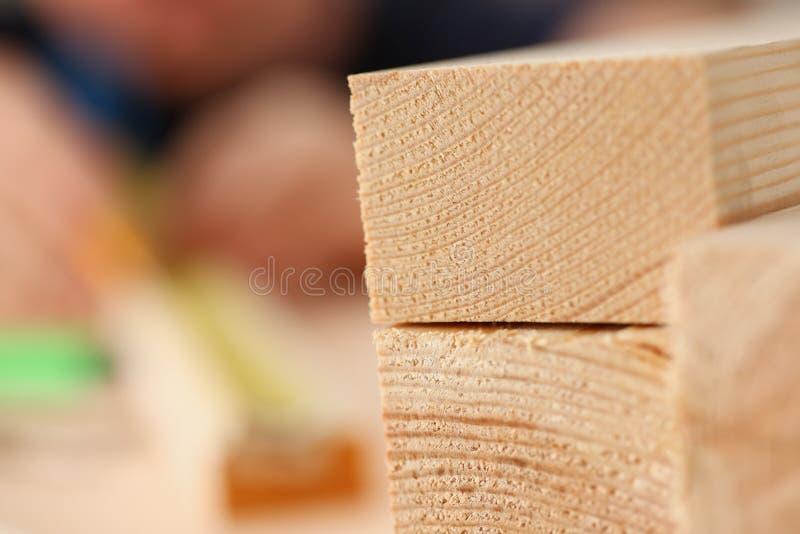 Drewniani bary kłama z rzędu zbliżenie zdjęcia stock