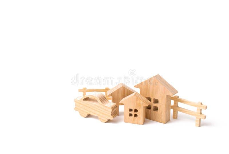 Drewniani domy i samochód na białym tle Pojęcie posiadania, budynki Zakup i sprzedaż nieruchomość, inwestycja zdjęcie stock