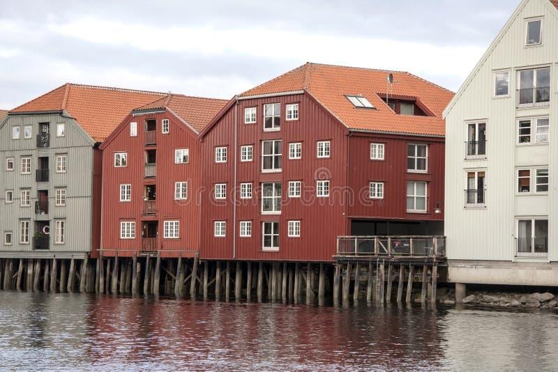 Drewniani domy w Trondheim obrazy royalty free