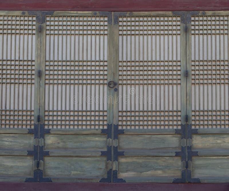 Drewniani drzwi przy Gyeongbokgung pałac w Seul korei południowej zdjęcie stock