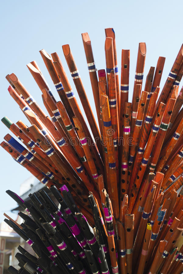 Drewniani flety dla sprzedaży przy Pushkar Wielbłądzim jarmarkiem, Pus obraz stock