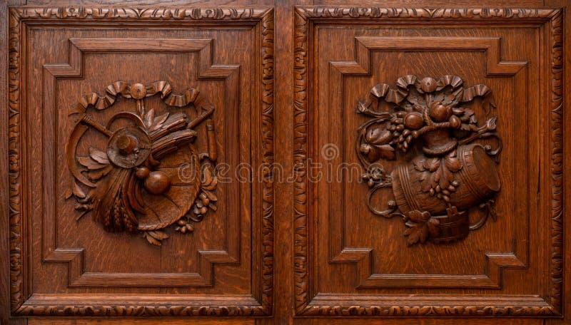 Drewniani garderoby lub spiżarni drzwi zdjęcia stock