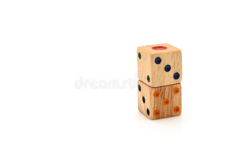 Drewniani kostka do gry dla gry planszowa odizolowywającej na białym tle fotografia royalty free