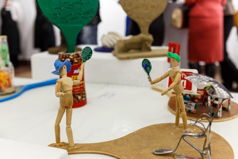 Drewniani mannequins z tenisowym kantem fotografia royalty free