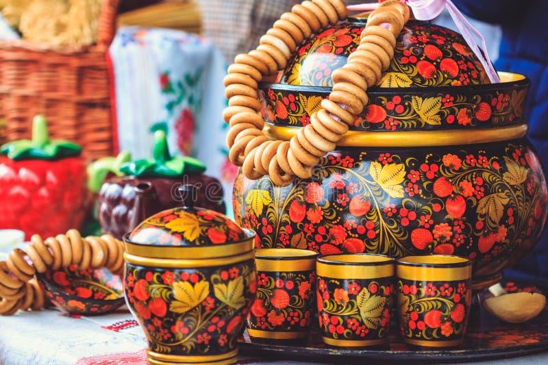 Drewniani piękni rosjanów naczynia z Khokhloma zdjęcie stock