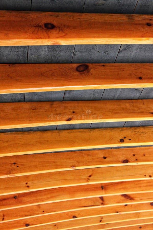 Drewniani promienie przypomina ziobro wspiera szalunku dach fotografia stock