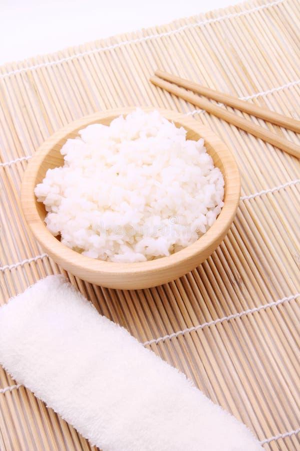 drewniani pucharów ryż zdjęcia royalty free