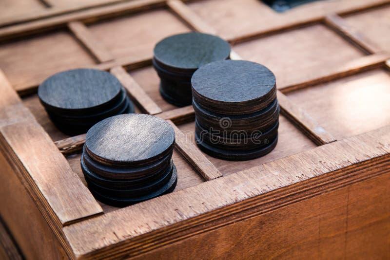 Drewniani round czerń układy scaleni Poszukiwanie dla dzieci i dorosłych fotografia royalty free