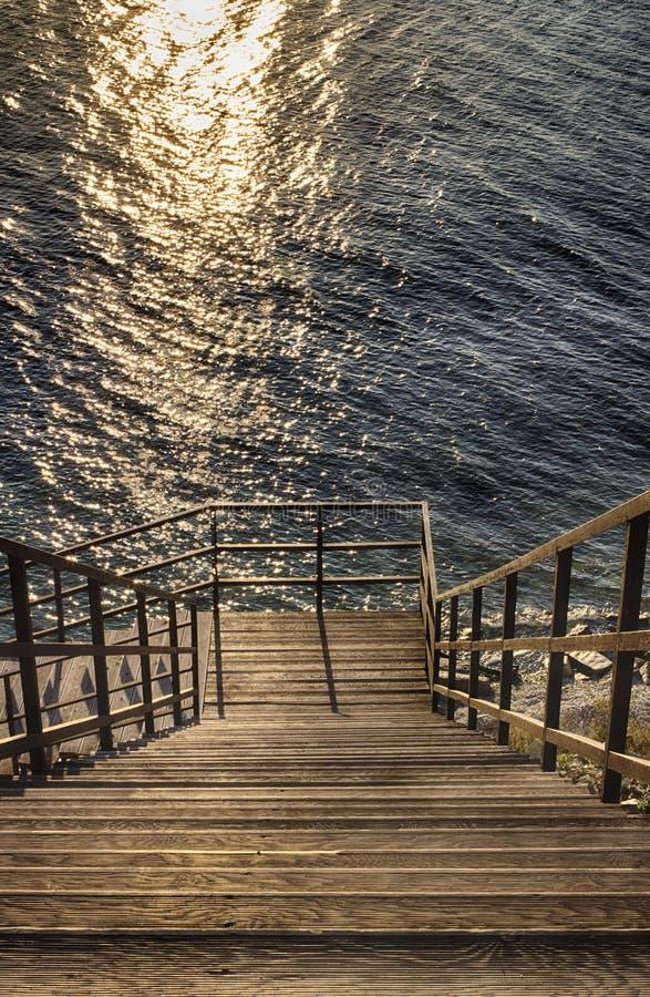 Drewniani schodki, puszek morze Seascape, błękitny morze obraz stock