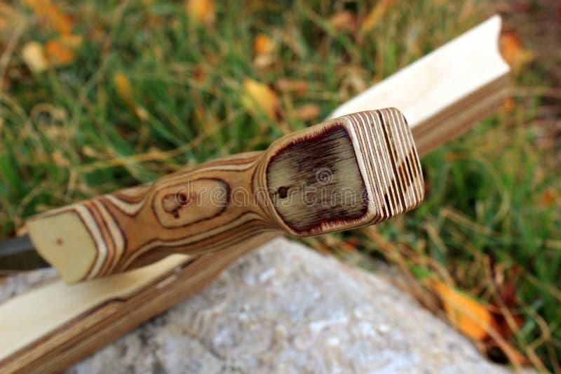 Drewniani sheath kordzika stojaki na stojaku na kamieniu zdjęcie stock