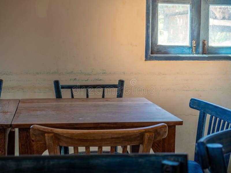 Drewniani sto?y i krzes?a obraz stock