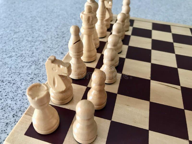 Drewniani szachy setu śmietanki i deski kawałki obrazy royalty free