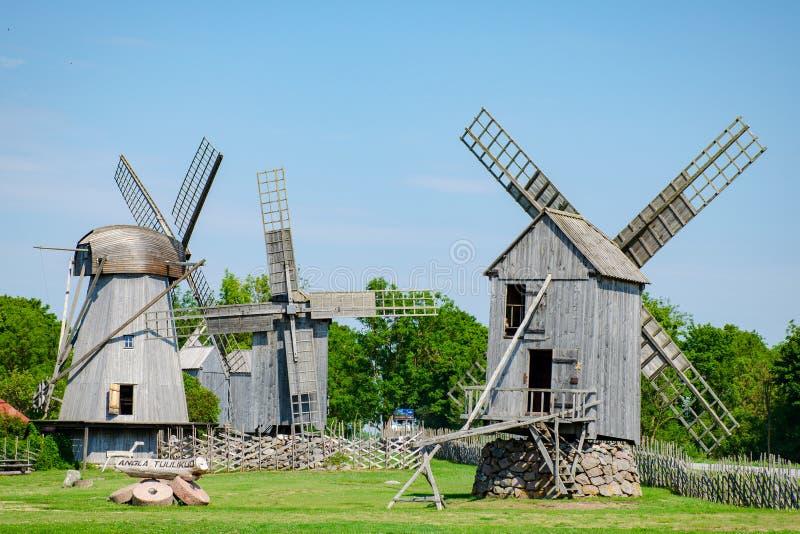 Drewniani wiatraczki Saaremaa wyspa, Estonia obraz stock