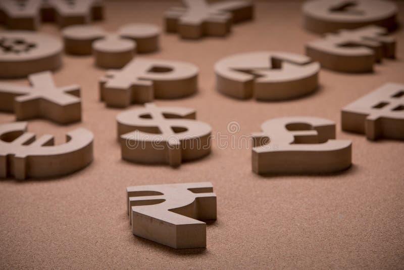 Drewniany Śpiewa lub symbole Światowe waluty w Grupowym obrazku zdjęcie royalty free
