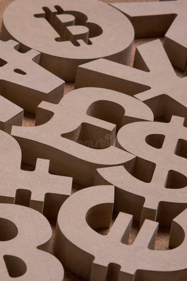 Drewniany Śpiewa lub symbole Światowe waluty w Grupowym obrazku zdjęcia royalty free
