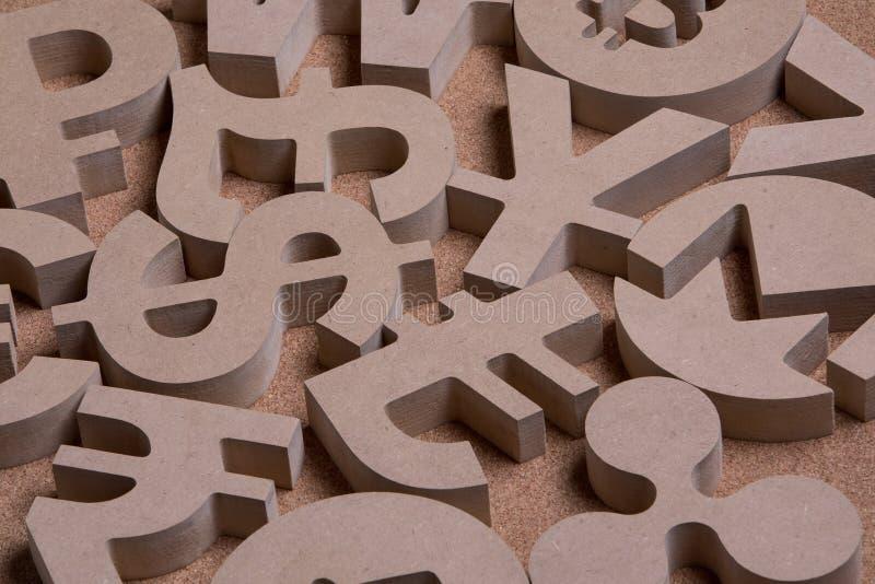 Drewniany Śpiewa lub symbole Światowe waluty w Grupowym obrazku zdjęcie stock