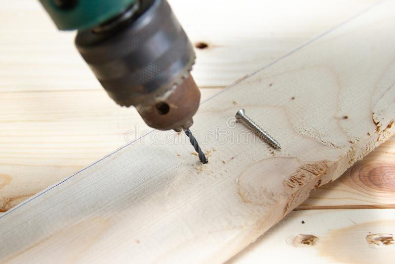 Drewniany świder z dokrętką, pojęć Drewniani pracujący narzędzia obraz royalty free