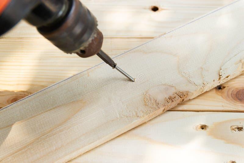 Drewniany świder z dokrętką, pojęć Drewniani pracujący narzędzia zdjęcia royalty free
