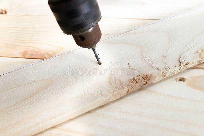 Drewniany świder z dokrętką, pojęć pracujących narzędzi Drewniana budowa obrazy stock