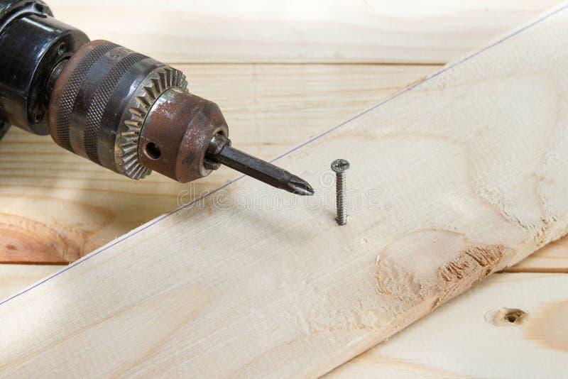 Drewniany świder z dokrętką, pojęcia drewna działanie zdjęcia royalty free