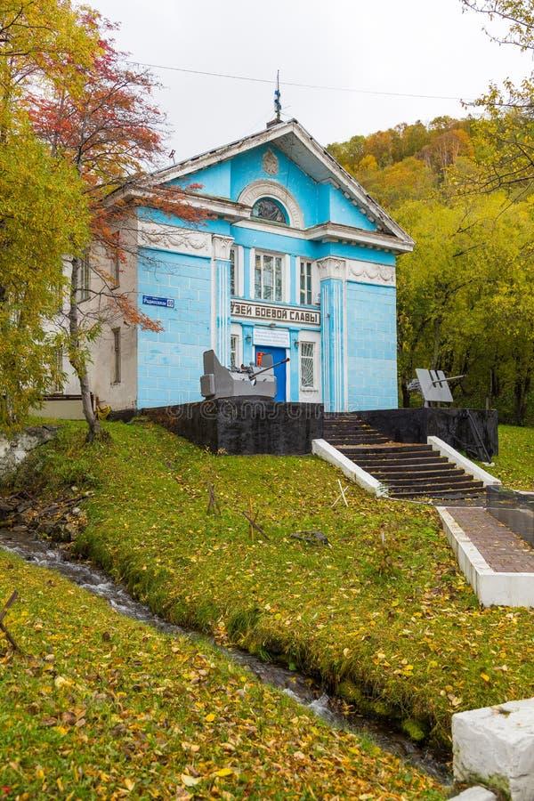 Drewniany, błękitny budynek muzeum sława w petropavlovsk, półwysep kamczatka, Rosja obraz royalty free