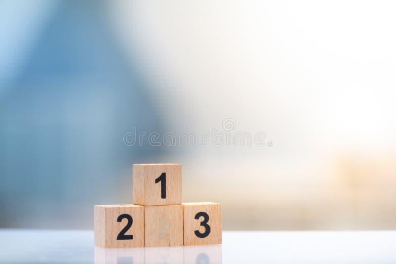 Drewniany blokowy zwycięzcy podium najpierw, drugi, i na trzecim miejscu na pejzażu miejskiego tle obraz royalty free